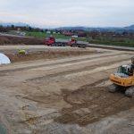 Fahrbahnen für Fundamente erstellen mit Bergkulisse